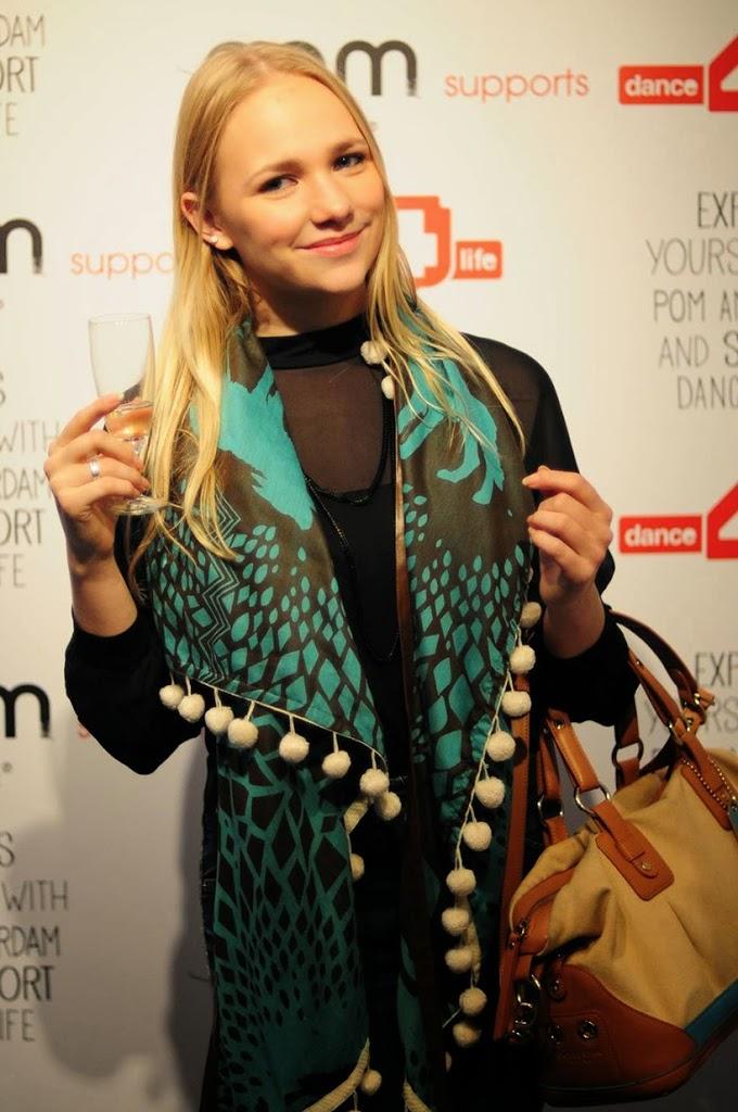 POM POMamsterdam shawl dance4life charity goeddoel non-profit pressevent collaboration samenwerking event pers fashion fashionblogger fashionblog sarandipity toprakyalciner toprak
