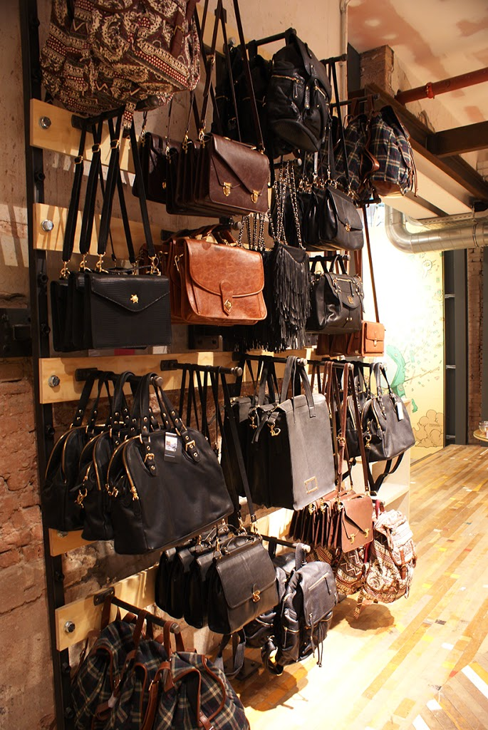 urbanoutfitters shopping storeopening amsterdam kalverstraat urbanoutfittersamsterdam pressevent event fashionblogger blogger fashionblog sarandipity shopping urban streetstyle shoppingexperience