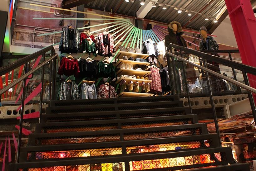 urbanoutfitters shopping storeopening amsterdam kalverstraat urbanoutfittersamsterdam pressevent event fashionblogger blogger fashionblog sarandipity shopping urban streetstyle shoppingexperience