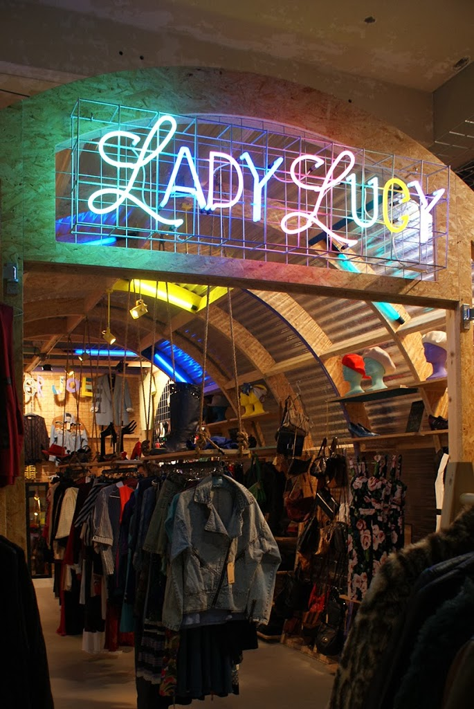 Urban shopper shopping fashion fashionblogger eindhoven modeblogger winkelen hotspot sarandipity anno2211 ladylucy vintage mode designer