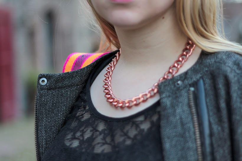 outfit details rose gold necklace my mochilla lace