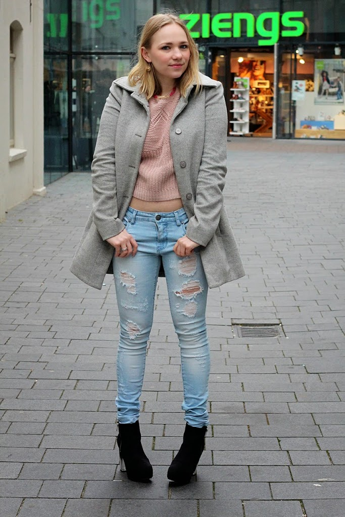 outfit ootd hm heels patrizia pepe coat fabmejewelry jeans casual style fashion