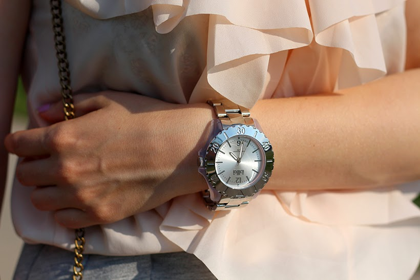 ikki watch sarandipity fashion ootd outfit silver soft pink ruffles