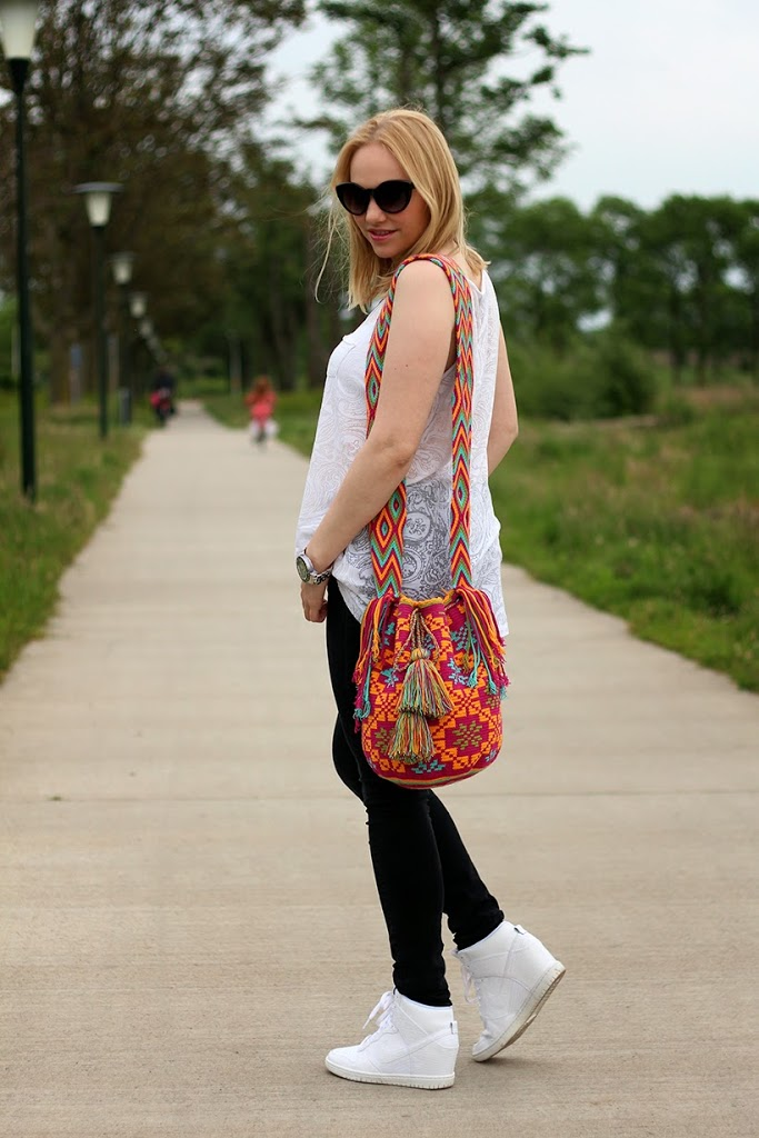 outfit my mochila by isabelli bohotats monochrome hippie fashion