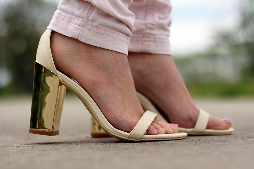 outfit nelly.com metal heel sandals gold off-white sarandipity fashion blog