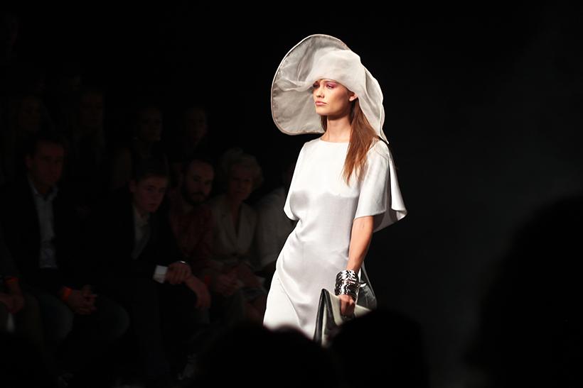 mbfwa-tony cohen-fashionweek-amsterdam-designer-fashion-kimfeenstra-sarandaadriana3