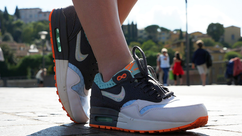 fashion outfit ootd nike airmax limited edition holographic