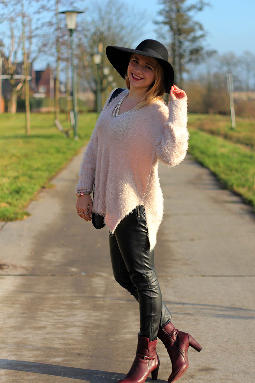 hats up-outfit-ootd-hm-ecco-otraparte-blqe-bohemian-winter-sarandaadriana-sarandipity-dutch-fashion-blog7