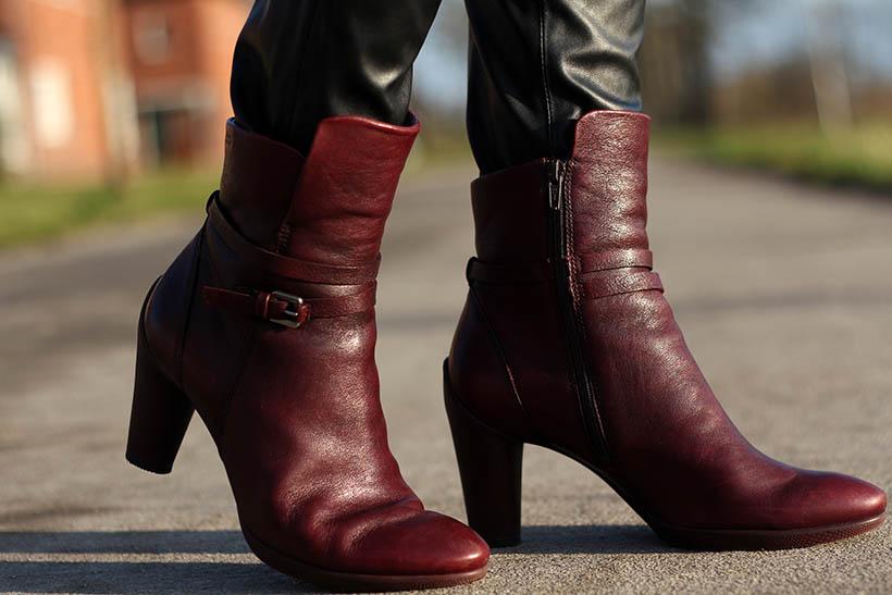fashion blogger outfit ootd zorros cape ecco hm shoeby sarandaadriana1
