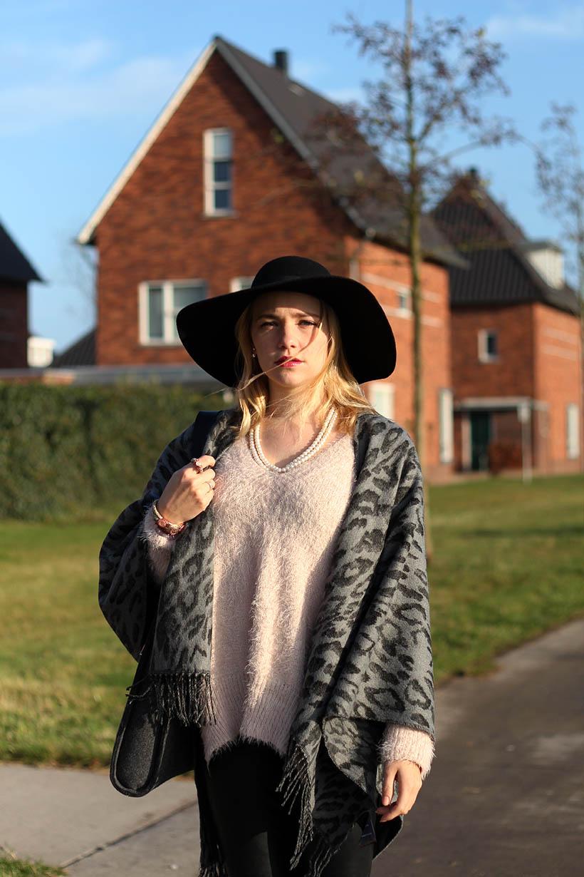 fashion blogger outfit ootd zorros cape ecco hm shoeby sarandaadriana2