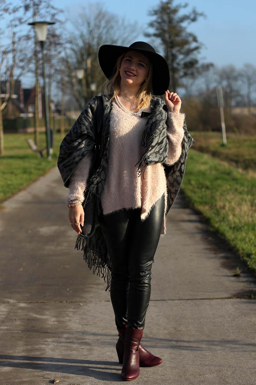 fashion blogger outfit ootd zorros cape ecco hm shoeby sarandaadriana3