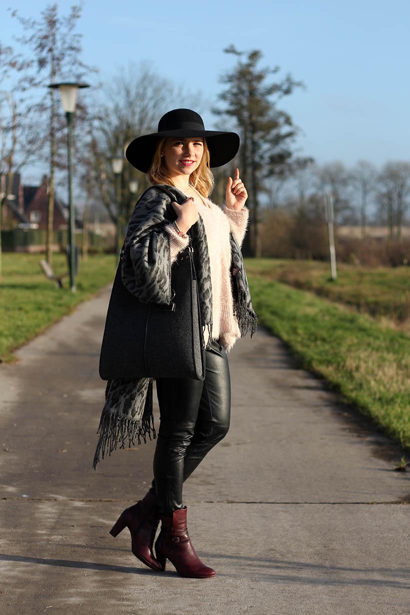 fashion blogger outfit ootd zorros cape ecco hm shoeby sarandaadriana5