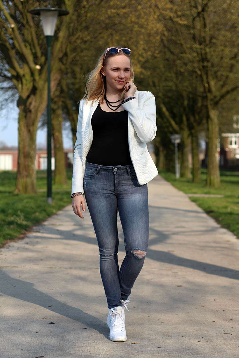 Bailey Balmain-ish outfit OOTD Dutch fashion blogger SarandaAdriana DL1961 jeans BLQE jewelry8