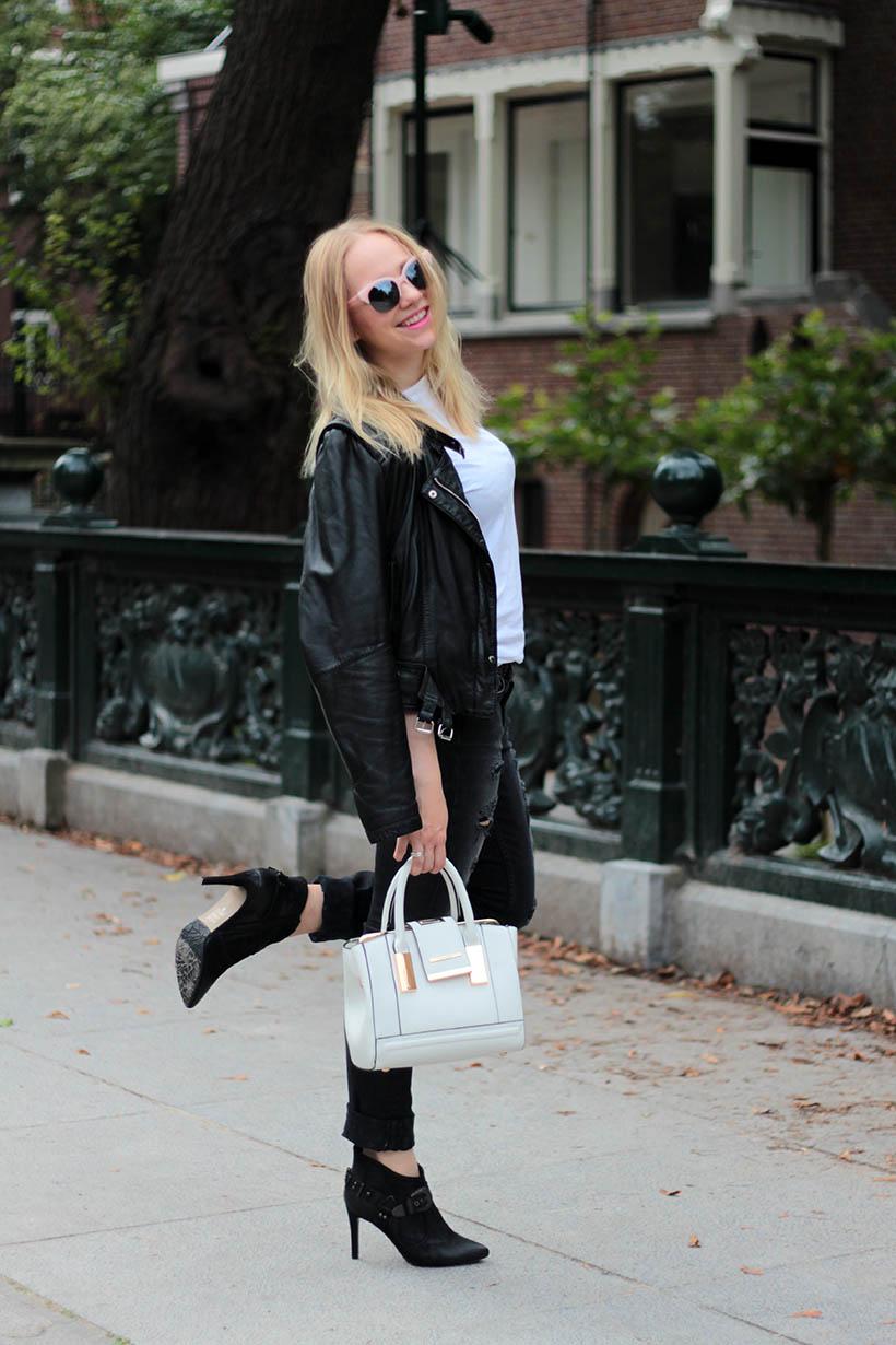 on-the-road-ootd-outfit-dutch-fashion-blogger-sarandaadriana-daniel-wellington-sacha-shoes10