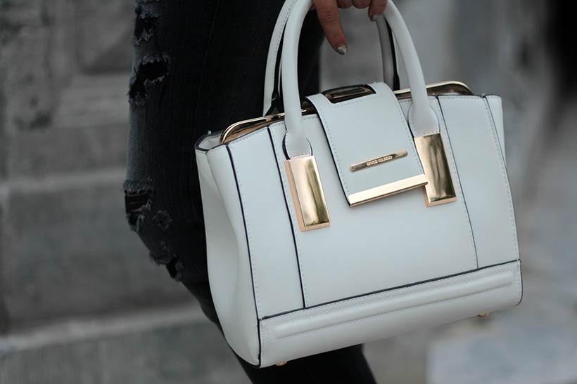 on-the-road-ootd-outfit-dutch-fashion-blogger-sarandaadriana-daniel-wellington-sacha-shoes4