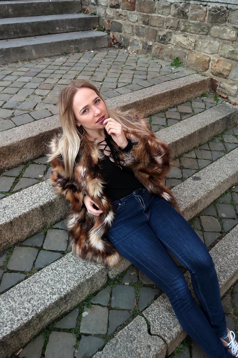 fluffy fur outfit ootd sarandaadriana