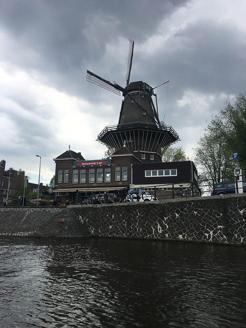 Bootuitje amsterdam boottochtje sloep amsterdamse grachten amstel molen