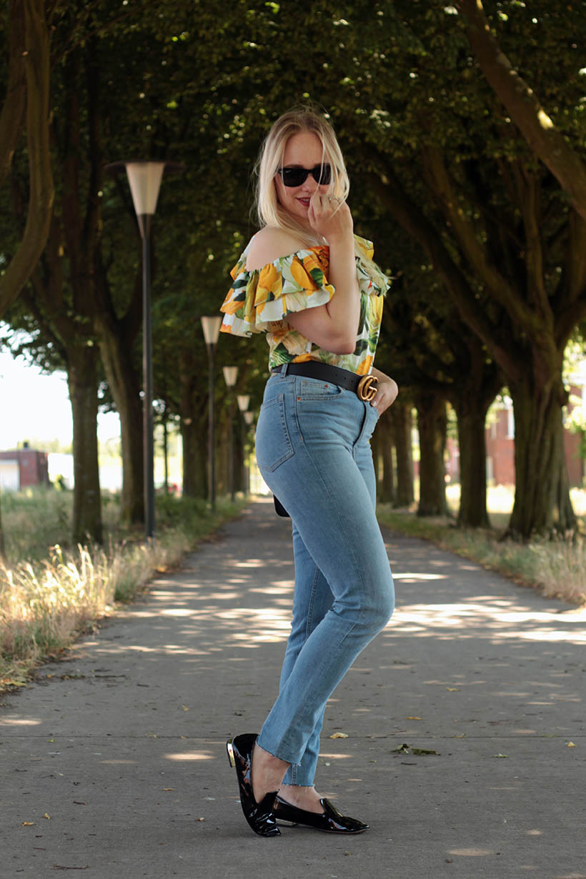 Floral outfit blouse fashion blog ootd gucci belt furla ray-ban momjeans SarandaAdriana
